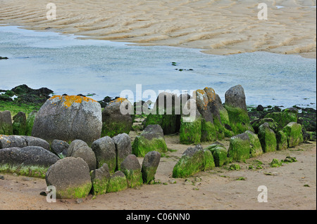Neolithic tomb / gallery grave / passage grave of Guinirvit, Bay of Kernic, Finistère, Brittany, France - Stock Photo
