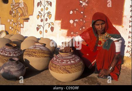 Woman potter in the Khuri village, Thar Desert, Rajasthan, India, Asia - Stock Photo