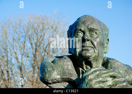 Sir Peter Scott ( bronze bust ) situated within Slimbridge Wildfowl & Wetlands Trust  - which he founded in 1946. - Stock Photo
