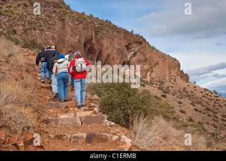 Visitors hiking to Upper Cliff Dwelling at Tonto National Monument, Sonoran Desert, Arizona, USA - Stock Photo