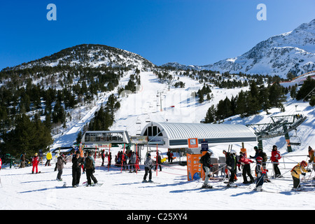 Chair lifts and slopes in Arcalis, Vallnord Ski Area, Andorra - Stock Photo