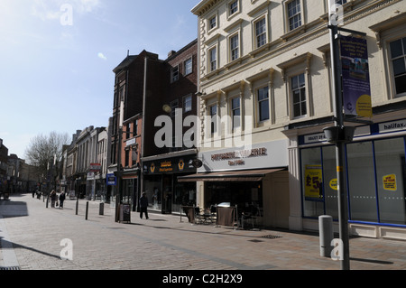 A quiet Dudley Street, the main shopping area in Wolverhampton City Centre - Stock Photo