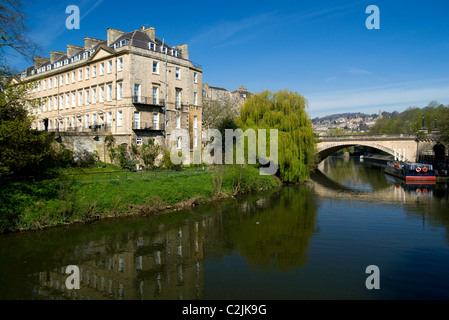North Parade Bridge, River Avon and buildings on South Parade, Bath, Somerset, England, UK. - Stock Photo