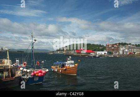 Pleasure boat entering the harbour at Oban, Scotland, UK - Stock Photo