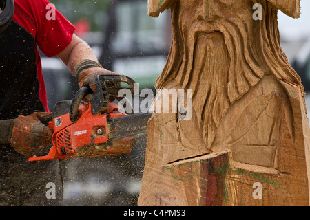 Events and Competitors at the Cheshire Game & Country Fair Show, Knutsford, UK. Wood sculpture, sawdust, sculptor, - Stock Photo
