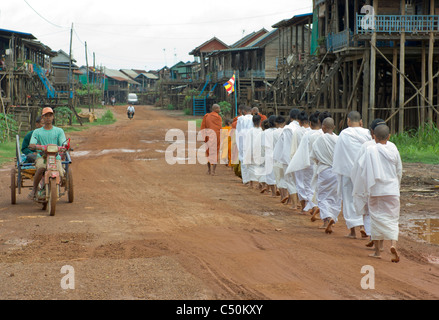 Buddhist monks and nuns on their morning alms round, Kompong Klang, on the shore of Tonle Sap lake, near Siem Reap, - Stock Photo