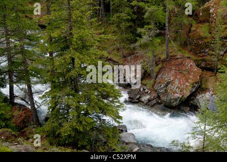 The upstream water of the Lillaz waterfall, in the Aosta valley (Italy). En amont de la cascade de Lillaz dans le - Stock Photo