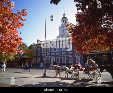 Horse carriage outside Independence Hall, Philadelphia, Pennsylvania, United States of America - Stock Photo