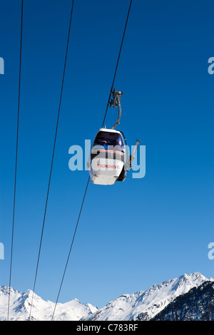Ski Gondola, Courcheval, Savoie, Rhone-Alpes, France. - Stock Photo