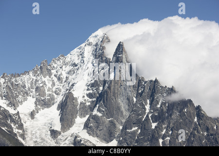 AIGUILLE VERTE (4122m) & LES DRUS (3754m) in the Mont Blanc Massif. A downwind low pressure triggers the BANNER - Stock Photo