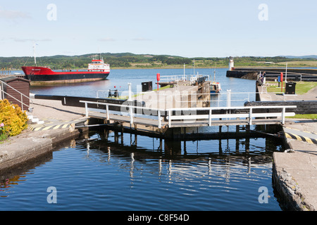 Lock gates on the Crinan Canal at Ardrishaig, Argyll & Bute, Scotland, allowing boats access to Loch Gilp and Loch - Stock Photo