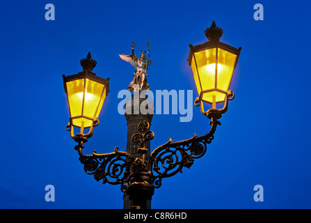 Berlin victory column, laterne , illuminted at twilight - Stock Photo