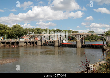 Richmond Lock and pedestrian footbridge, on the River Thames in Richmond, South West London, UK. - Stock Photo