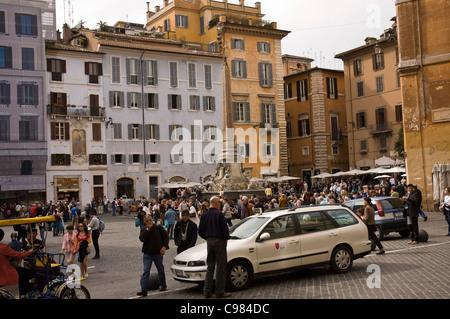 Crowd on Piazza della Rotonda in Rome - Stock Photo