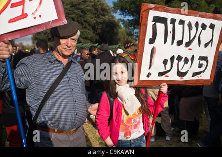 """A young girl shows support carrying a sign that reads """"racism is a crime"""" as thousands of Ethiopians and supporters - Stock Photo"""