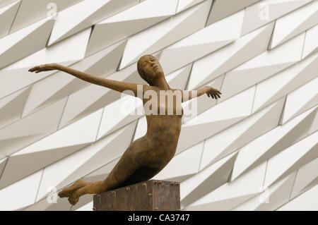 Bronze statue outside Belfast's Titanic Signature Building - Stock Photo