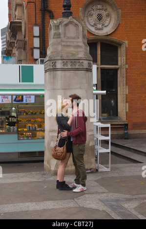 Lovers at Liverpool Street station east London England UK Europe - Stock Photo