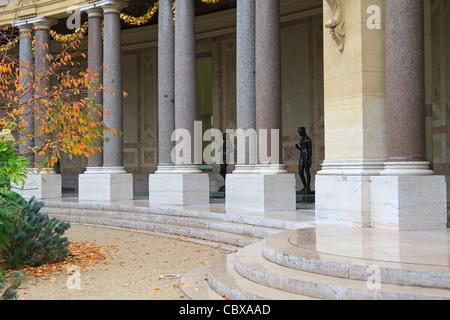The peristyle garden of the Petit Palais in autumn, Paris, France. - Stock Photo