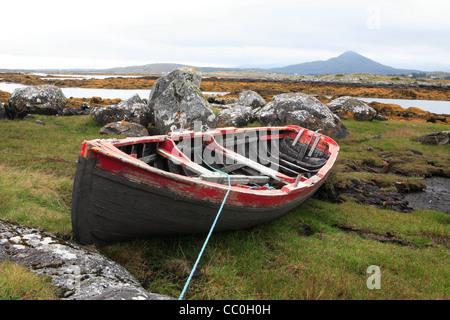 Red and black Currach. Connemara. Ireland - Stock Photo