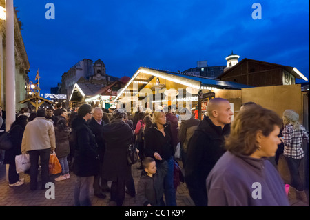 Crowds of shoppers in front of the Council House at the Frankfurt German Christmas Market, Victoria Square, Birmingham, - Stock Photo