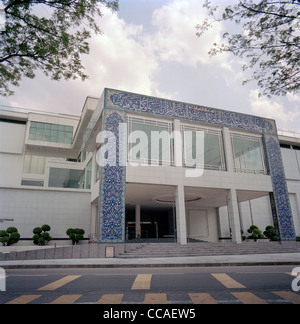 External view of The Islamic Arts Museum in Kuala Lumpur in Malaysia in Far East Southeast Asia. Modern Architecture - Stock Photo