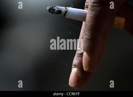 Mar 23, 2010 - Srinagar, Kashmir, India - Kashmiri muslim holds a cigarette on World TB Day. The Department of Health - Stock Photo