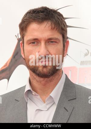 Mar 21, 2010 - Universal City, California, USA - Actor GERARD BUTLER arriving to the 'How To Train Your Dragon' - Stock Photo