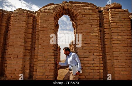 Mar 01, 2008 - Tallil, Iraq - Curator DIEF MOHSSEIN NAIIF AL-GIZZY stands under the oldest standing archway at the - Stock Photo