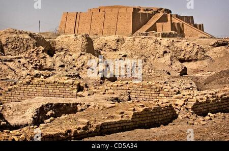 Mar 01, 2008 - Tallil, Iraq - The Ziggurat of Ur looms in the background of Sumerian ruins. The Ziggurat, an ancient - Stock Photo