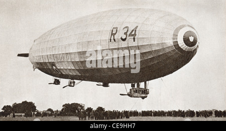 The R34, rigid airship, landing at Pulham, Norfolk, England, July 13th 1918, after it's first return Atlantic crossing. - Stock Photo