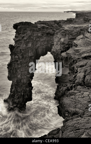 Holei Sea Arch, Hawaii Volcanoes National Park, The Big Island. - Stock Photo