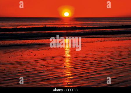 Portugal, Algarve: Sundown at beach Praia da Falésia in Albufeira - Stock Photo