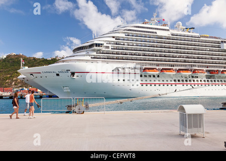 Passengers walking on dock where cruise ships are docked for the day in Saint Maarten - Stock Photo