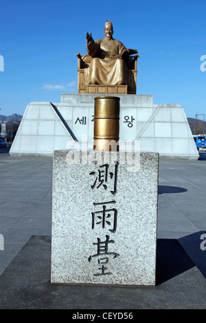 Golden statue of King Sejong Dae Wang the Great in Jongno-Gu in Seoul, South Korea - Stock Photo