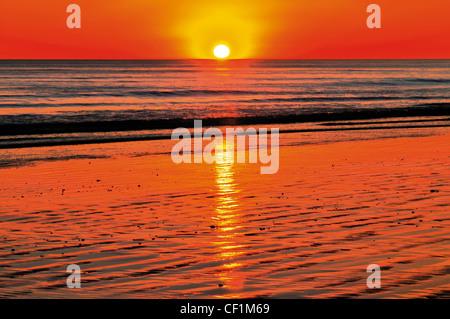 Portugal, Algarve: Sundown at beach Praia da Falesia near Albufeira - Stock Photo