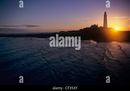 Sunrise at St Mary's lighthouse along Whitley Bay in Tyne and Wear. - Stock Photo