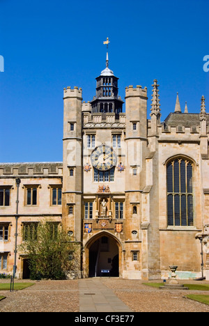 The Great Court, clock tower and chapel of Trinity College in Cambridge. The College comprises a Master, and around - Stock Photo