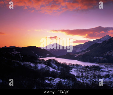 Winter sunset over Llyn Gwynant in the Snowdonia National Park. - Stock Photo