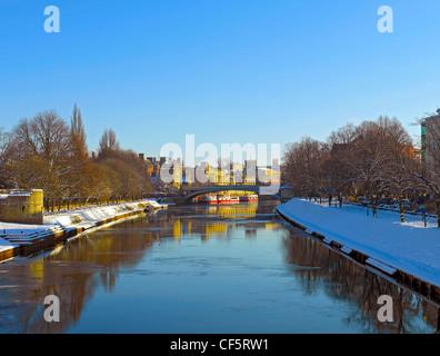View along the River Ouse towards Lendal Bridge in winter. - Stock Photo