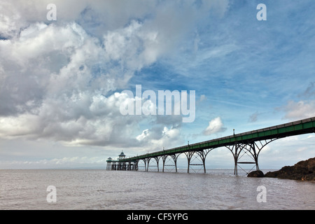 Clevedon Pier, the only fully intact, Grade 1 listed pier in the country, stretching out into the River Severn estuary. - Stock Photo