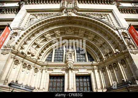 The arched doorway to The Victoria and Albert Museum in South Kensington. - Stock Photo