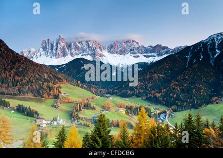 Mountains of the Geisler Gruppe/Geislerspitzen, Dolomites, Trentino-Alto Adige, Italy, Europe - Stock Photo