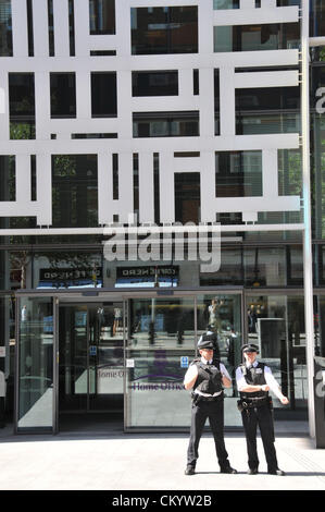 Westminster, London, UK. 5th September 2012. Police officers outside the Home Office. London Metropolitan University - Stock Photo