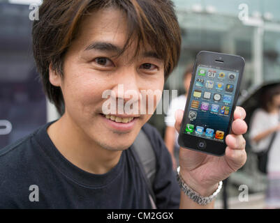 Japan, Tokyo. 21st September 2012. Japanese Apple fan holds his new iphone 5 on the day of the release. Ginza Apple - Stock Photo