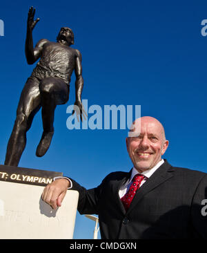 Olympic Gold Medallist Steve Ovett with sculptor Pete Webster's statue of him which was unveiled today. Tuesday - Stock Photo