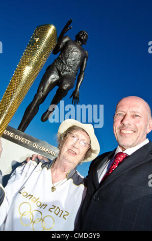 Olympic Gold Medallist Steve Ovett with Olympic torchbearer Sylvia Baker, 87, at the unveiling of the new statue - Stock Photo
