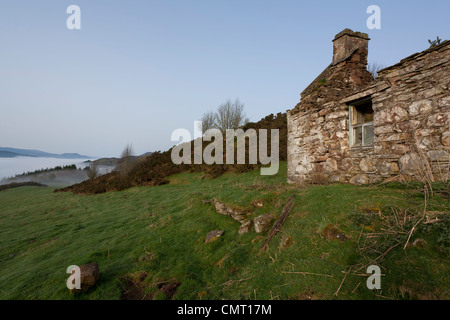 An abandoned stone cottage on a croft in Scotland. - Stock Photo