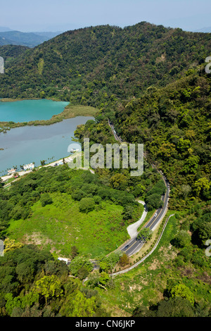 Looking down on Dazhuhu Nature Trail from the Sun Moon Lake Ropeway cable car, Taiwan. JMH5811 - Stock Photo