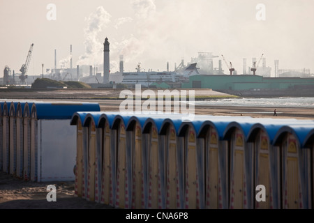 France, Nord, Malo les Bains, the beach and the North Sea in the background industrial facilities in Dunkirk - Stock Photo