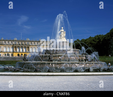 Neues Schloss Herrenchiemsee auf der Herreninsel im Chiemsee in Oberbayern, Latonabrunnen mit Goettin Latona - Stock Photo